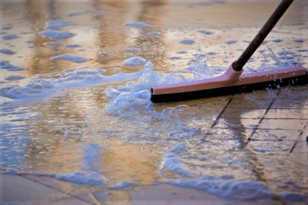 limpeza---piso-frio-1343174708272_615x470-600x400